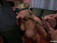 Порно сосет у мужика женщина