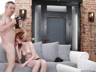 Смотреть порно сосет член