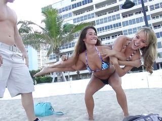Трахнул девушку на пляже